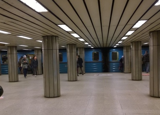Metro, flashback Neuvosto-tunnelmaan