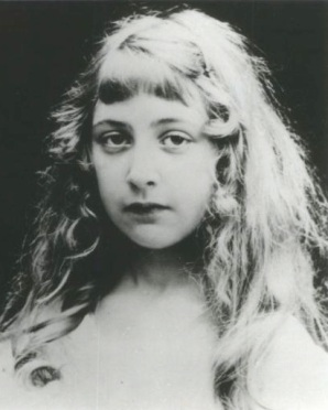 Agatha_Christie_as_a_child_No_1
