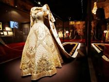 britains-queen-elizabeth-iis-1953-coronation-dress