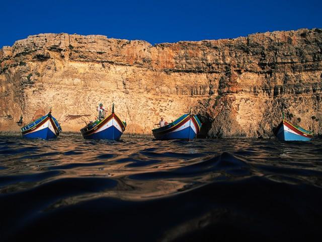 Traditional-Maltese-Boat-Luzzu-84-640x480