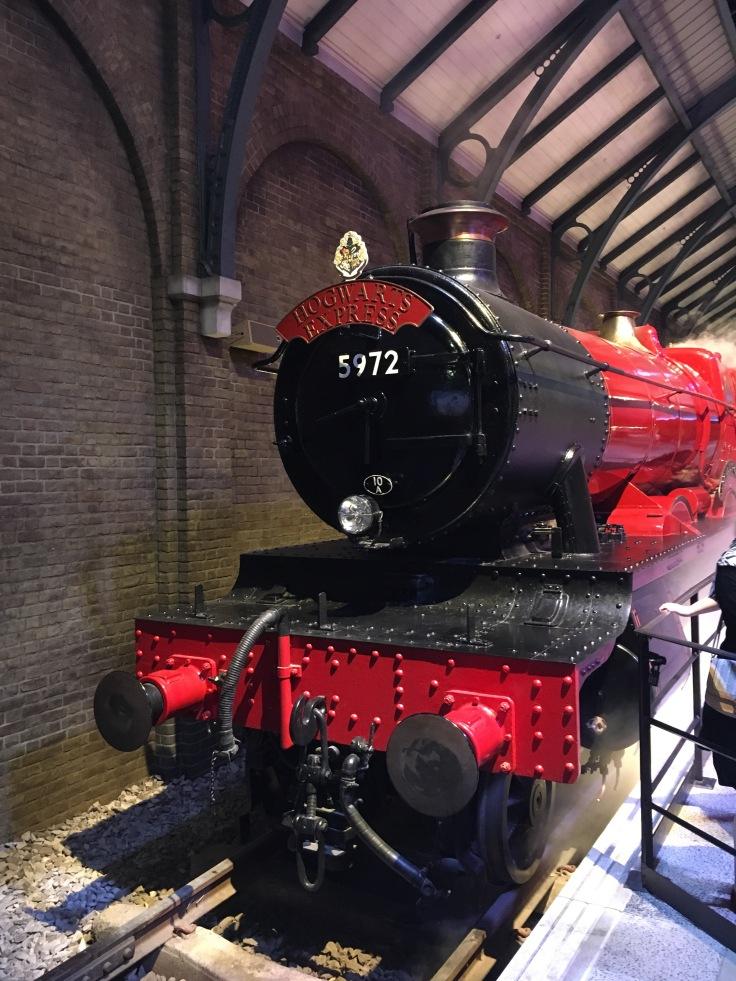 Hogwarts Express, juna, Tylypahka, Harry Potter, pikajuna, Lontoo, London